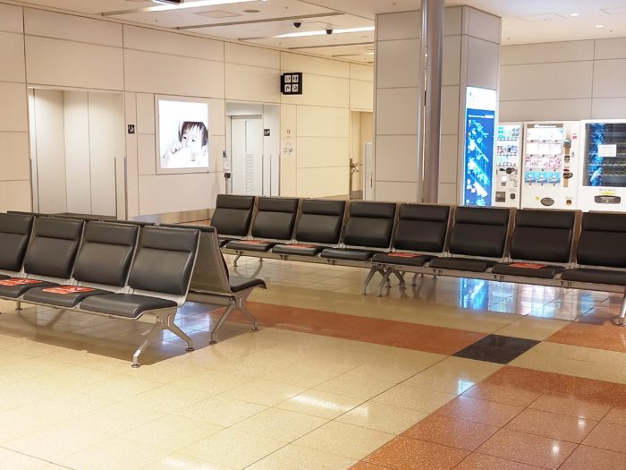 羽田第2ターミナル・国際線エリアとの接続部にある椅子