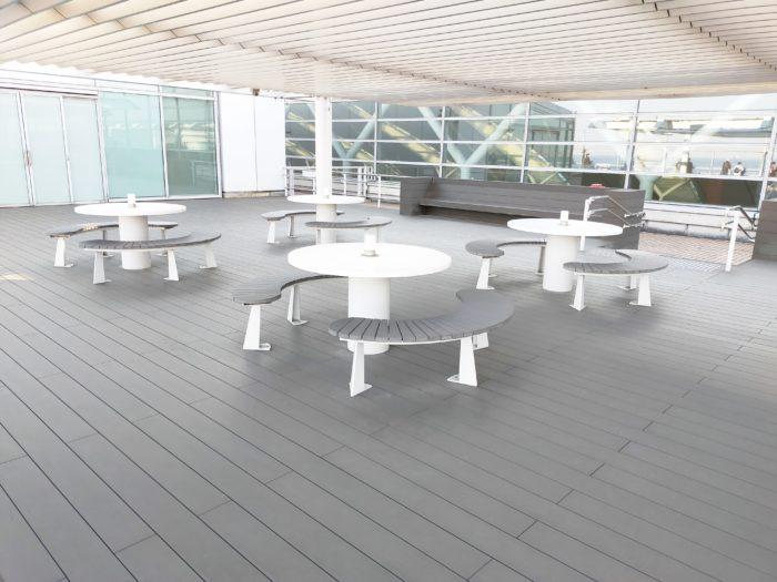 羽田第2ターミナル展望デッキ虹のオーロラのステージ